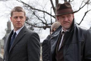 The Village смотрит сериал «Готэм» вместе с магазином «Чук и Гик»