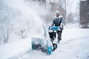 Как Москва справляется с неожиданным декабрьским снегом