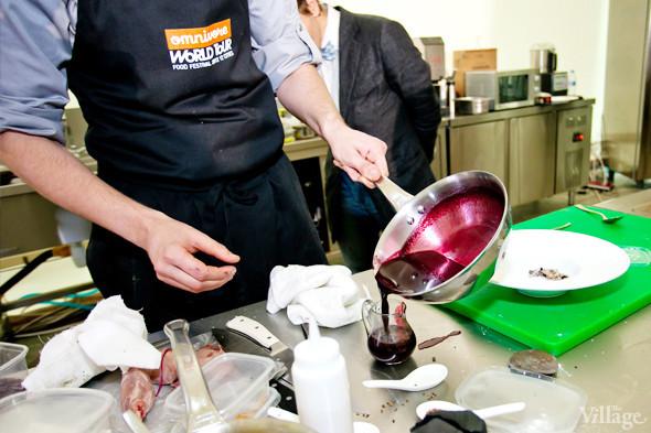 Omnivore Food Festival: Иван Березуцкий готовит суп из черноплодной рябины и нутрию в бересте. Изображение № 35.
