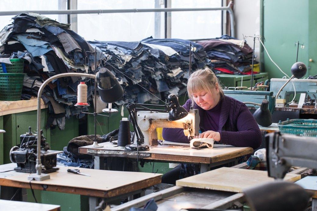 «Пришёл запрос от стилистов Леди Гаги»: Кто икак делает обувь вПетербурге. Изображение № 20.