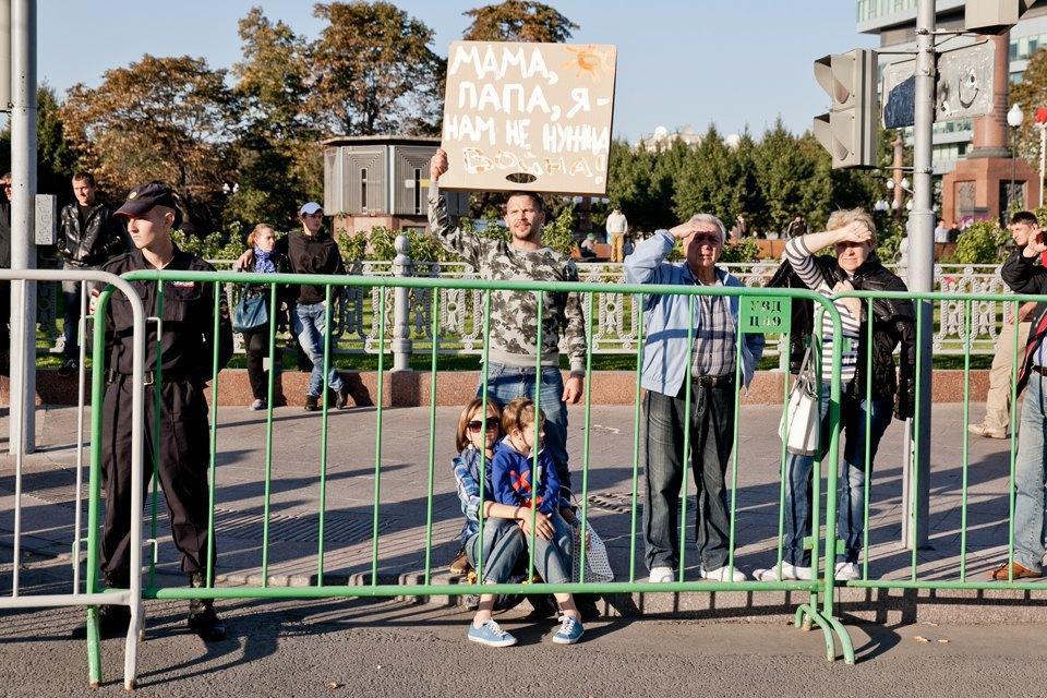 Участники и лозунги «Марша мира». Изображение № 9.