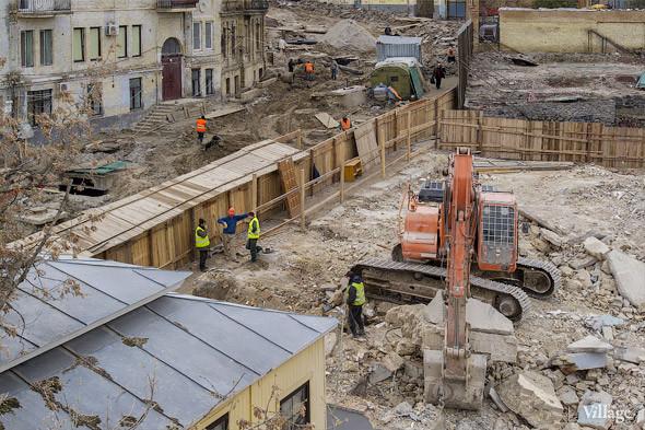 Фоторепортаж: На Андреевском спуске снесли здание XIX века. Зображення № 3.