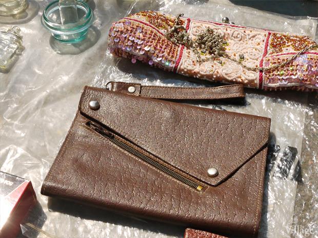 Кожаная сумка на заклепках, середина  80-х. Произведена на одесском заводе по обработке кожи, существовавшем на улице Дальницкой. Цена: 20 грн.. Изображение № 30.