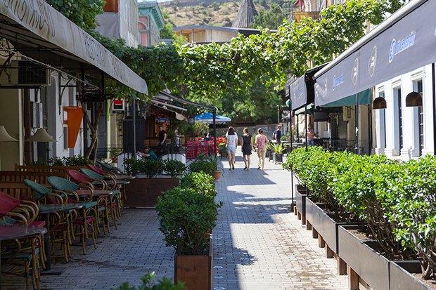 3 прогулочных маршрута по Тбилиси . Изображение №42.
