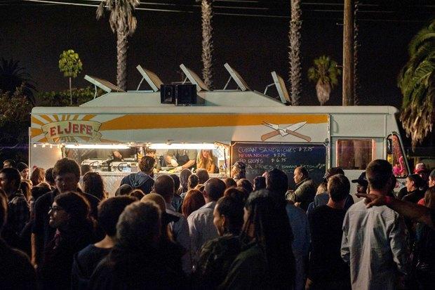«Повар на колёсах»: Как уволиться из серьезного ресторана и открыть кафе-фургон с кубинской едой. Изображение № 14.