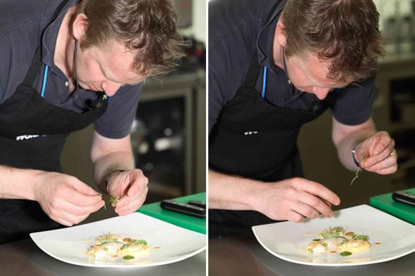Omnivore Food Festival: Бенжамен Турсель готовит яйца конфи с копчёным чаем и сливами умебоши. Изображение № 13.