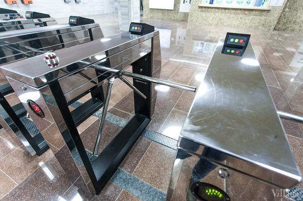 Фоторепортаж: В Киеве открыли новую станцию метро. Зображення № 7.
