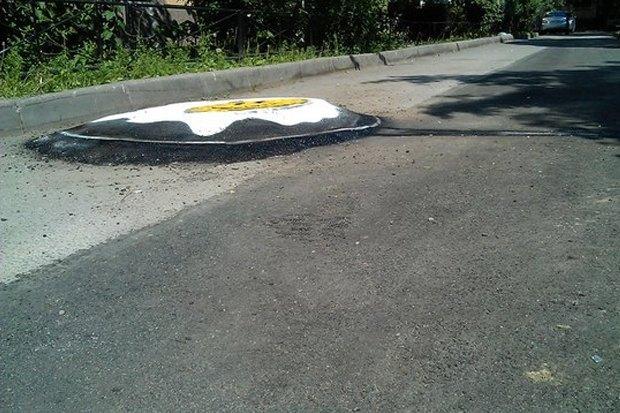 Нарушения благоустройства стали расписывать граффити . Изображение № 2.