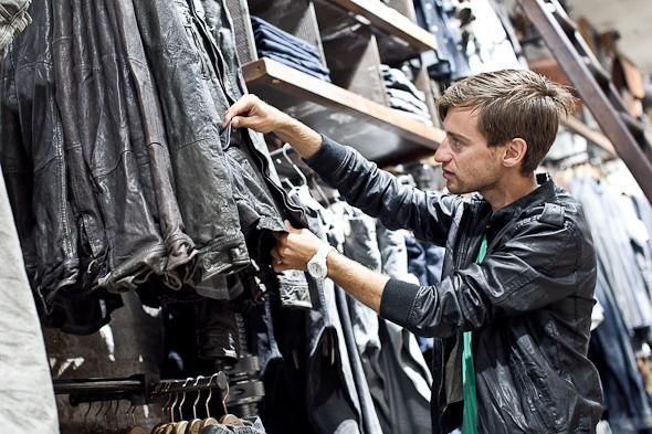 Анатомия куртки: Как сделана кожаная куртка AllSaints. Изображение № 5.