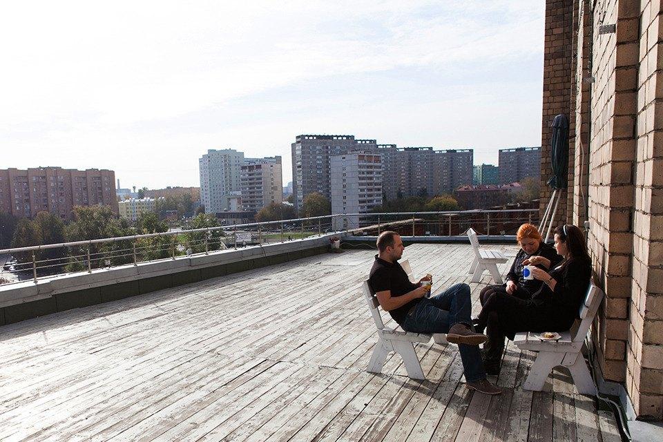В офисе два больших балкона с видом на набережную. Изображение № 12.