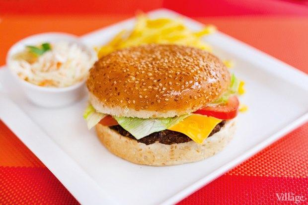 Классический бургер — 30 гривен. Изображение № 2.