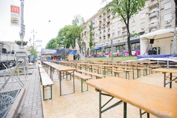 Фоторепортаж: Улица футбола — фан-зона на Крещатике. Зображення № 16.