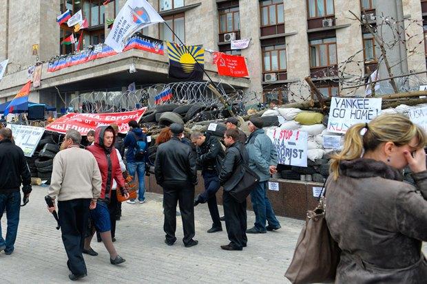 Жители Донецка озахвате администрации, России икрымском сценарии. Изображение № 4.