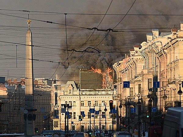 На площади Восстания горит рекламный экран. Изображение № 1.