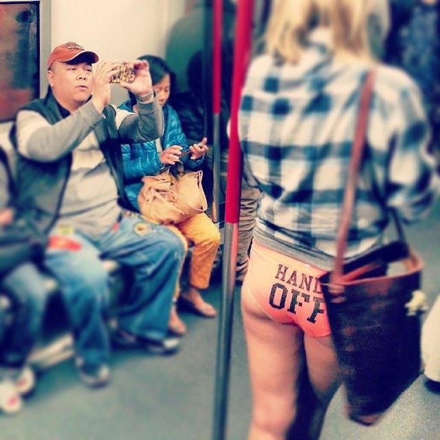Флешмоб «В метро без штанов» в снимках Instagram. Изображение № 33.