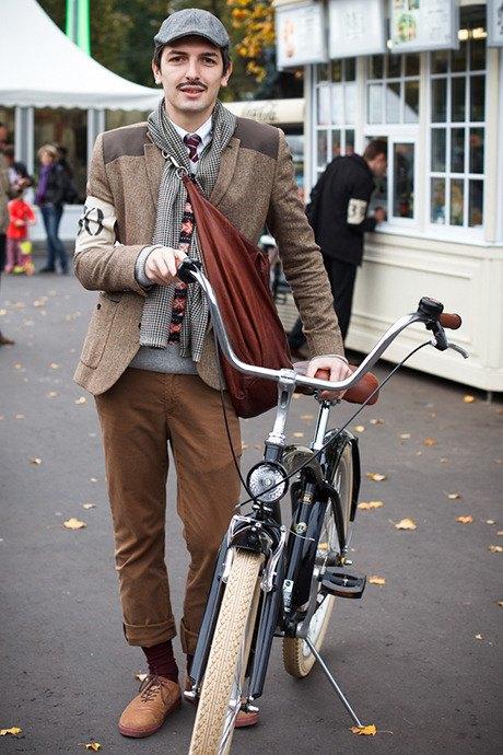 С твидом на город: Участники велопробега Tweed Ride о ретро-вещах. Изображение № 56.