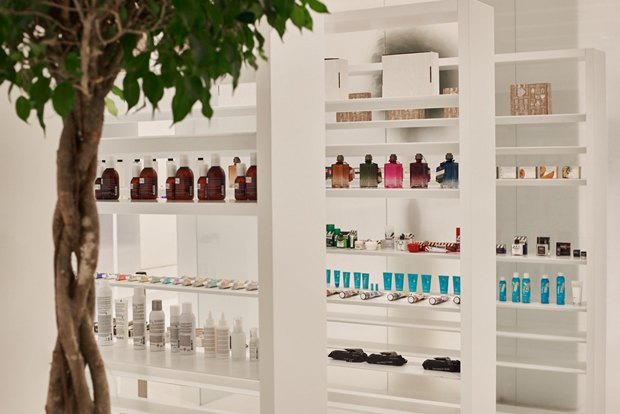 В AuPontRouge открылся этаж Cosmotheca сминималистическим дизайном иконвейером. Изображение № 5.