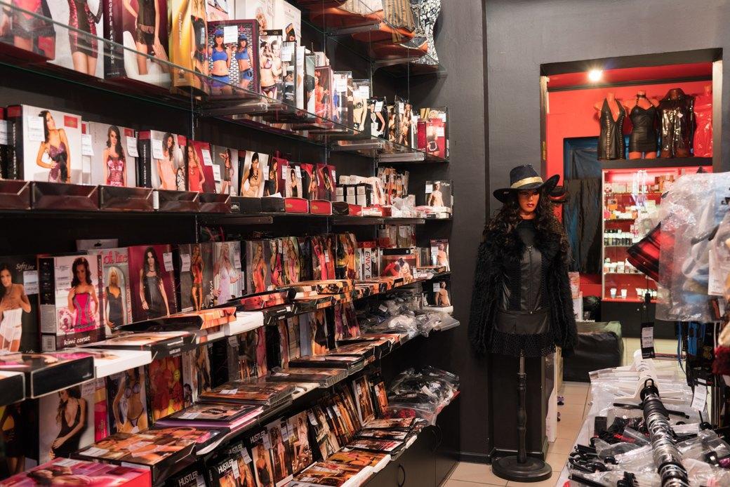 Лучшие секс-шопы Москвы: Куда идти за боа в перьях, стеками иновыми впечатлениями. Изображение № 44.