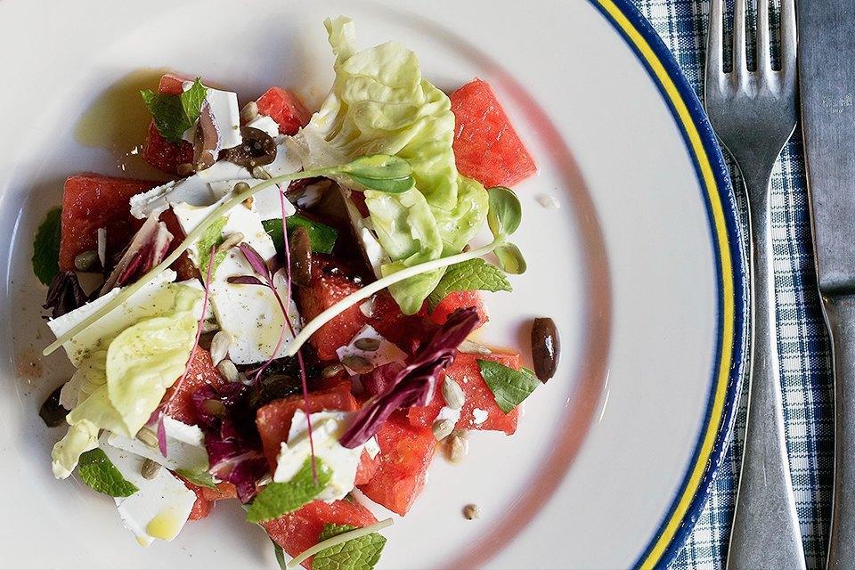 Салат с арбузом, ростками подсолнуха, подсолнечными семечками, маслинами и брынзой 300 рублей. Изображение № 13.
