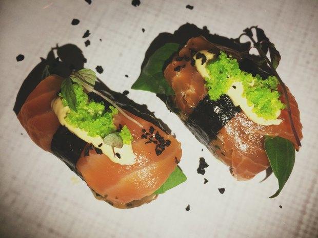 Гавайские суши «Поке»: тартар из морской форели / водоросли 650 рублей. Изображение № 4.