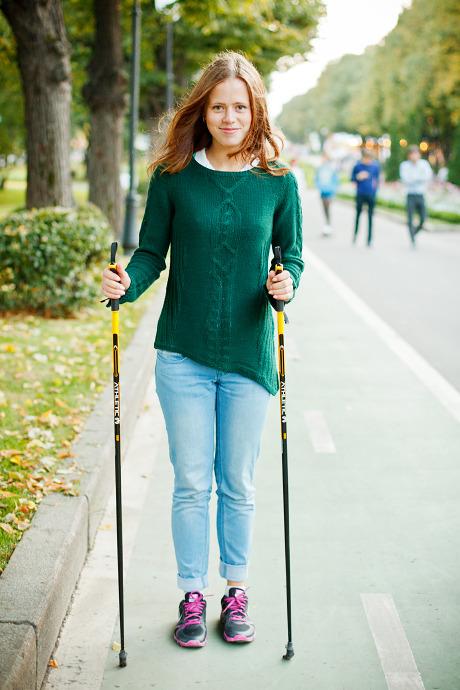 Люди в городе: Кто занимается скандинавской ходьбой. Изображение №14.