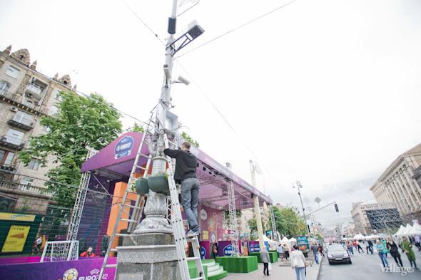 Фоторепортаж: Улица футбола — фан-зона на Крещатике. Зображення № 4.