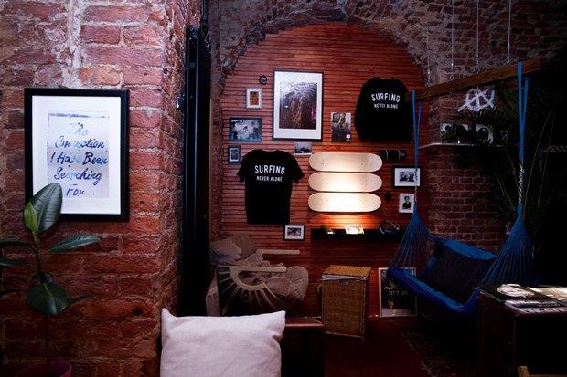 У «Сенной площади» открыли «сёрферскую» кофейню SurfCoffee. Изображение № 5.
