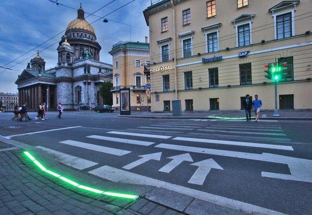 Рядом с Исаакиевской площадью установили напольный светофор. Изображение № 1.