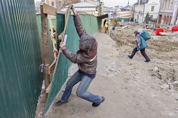 Фоторепортаж: На Андреевском спуске снесли здание XIX века. Зображення № 21.