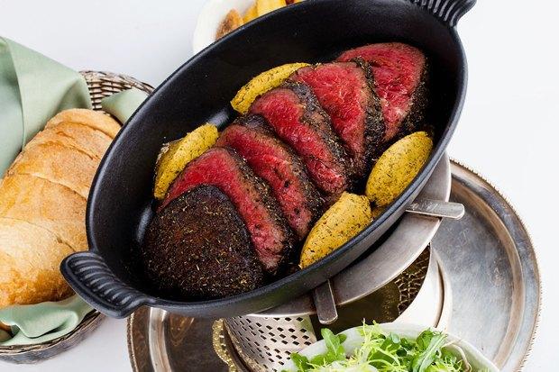 От «Бефстроганова» до «Красного бархата»: Откуда произошли классические названия блюд. Изображение № 7.