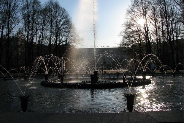 Главный фонтан Московского парка Победы «Слава». Фонтан уже реставрируют, как и сам парк. Изображение № 6.