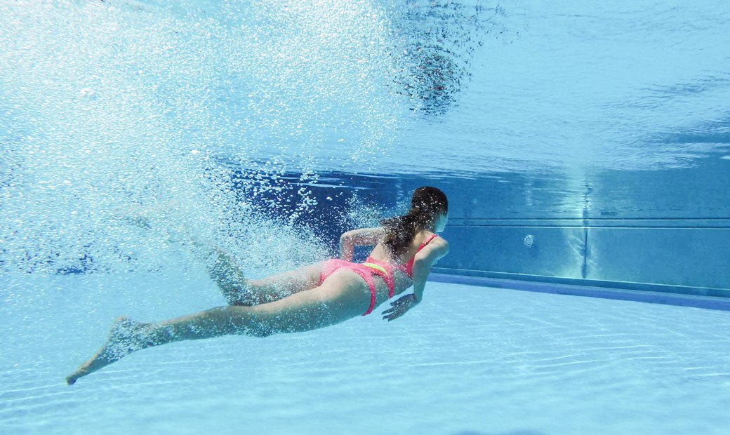 Слитные купальники для плавания и отдыха у бассейна. Изображение № 5.