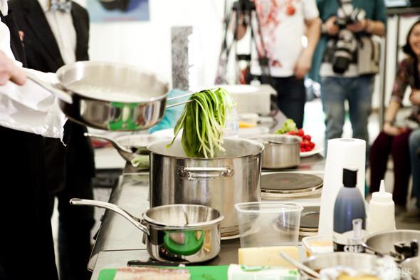 Omnivore Food Festival: Илья Шалев и Алексей Зимин готовят три блюда из редиса и черемши . Изображение № 22.