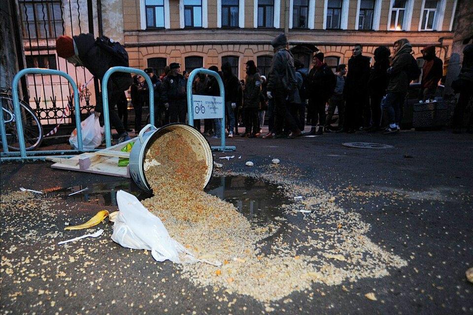 Фоторепортаж: Как выгоняют арендаторов «Четверти». Изображение № 4.
