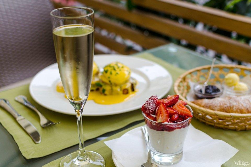 Citronelle (яйца бенедиктин, круассан, зернистый творог с ягодами, джем, сливочное масло) — 192 грн.. Изображение № 11.