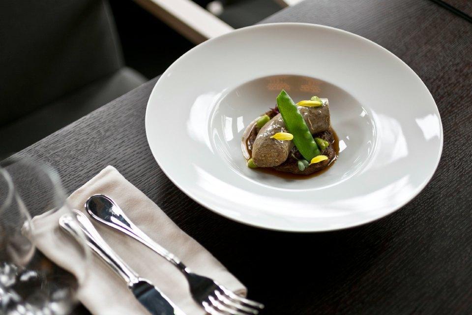 «Няня» в виде сосиски из бараньих потрохов с гречкой и белыми грибами на томлёной баранине —450 рублей. Изображение № 13.