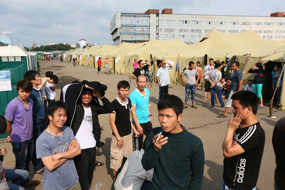 Фото дня: Палаточный лагерь для нелегальных мигрантов в Москве. Изображение № 7.