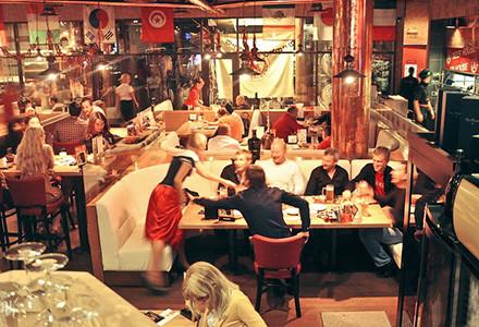 Поход по пабам: Шведские завтраки, жёлто-голубые коктейли и пивные акции. Зображення № 15.