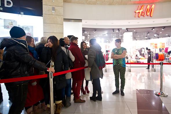 Размер не имеет значения: Начало продаж Versace for H&M. Изображение № 2.