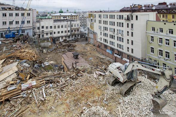 Фоторепортаж: На Андреевском спуске снесли здание XIX века. Зображення № 4.