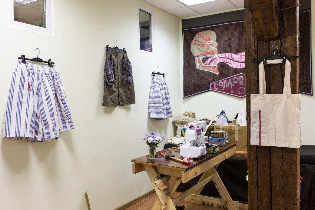 Как художницы-феминисткистали шить юбки для женщин имужчин. Изображение № 6.