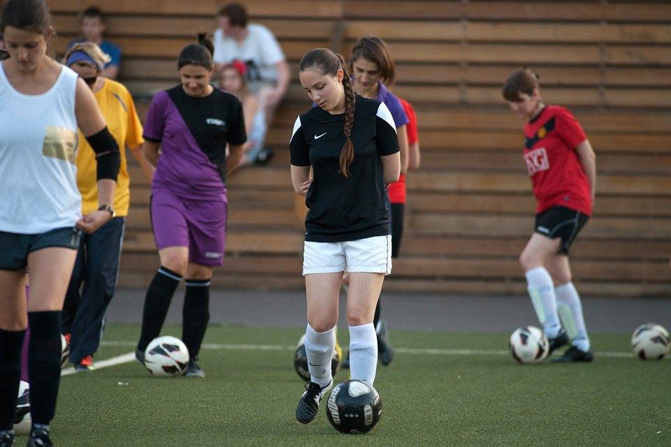 Футболистки в Таганском парке. Изображение № 5.