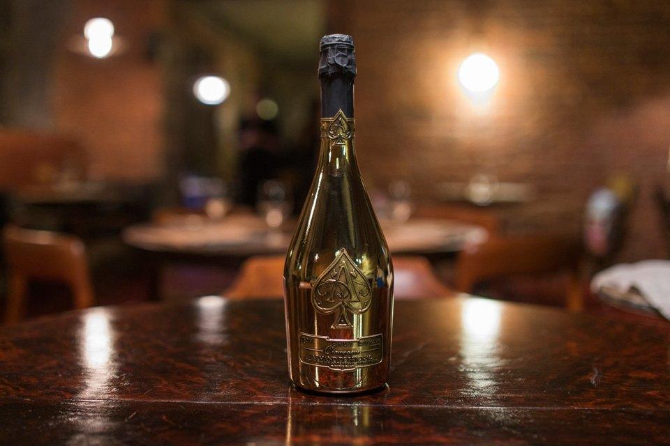 Шампанское Armand de Brignac Brut — 23 800 руб.. Изображение № 14.