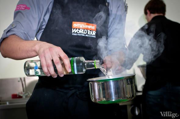 Omnivore Food Festival: Иван Березуцкий готовит суп из черноплодной рябины и нутрию в бересте. Изображение № 5.