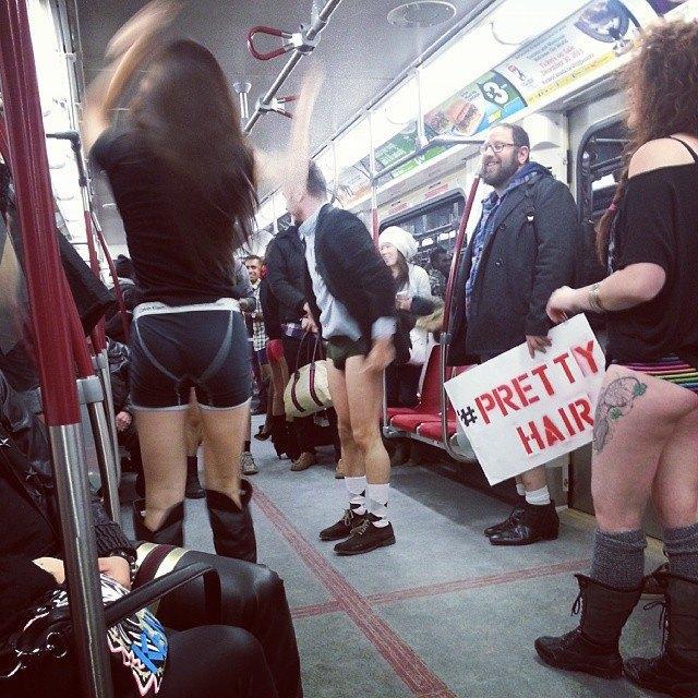 Флешмоб «В метро без штанов» в снимках Instagram. Изображение № 28.