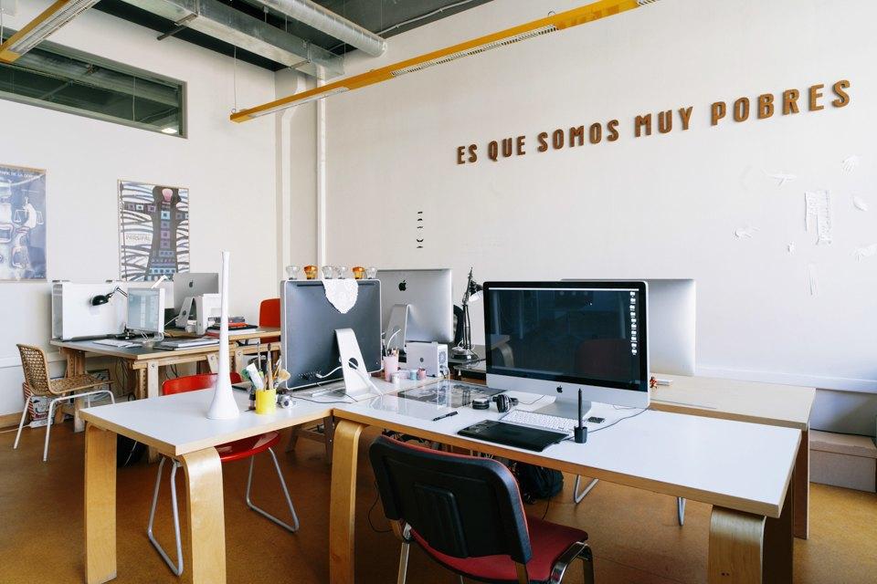 Офис дизайн-бюро «Щука» с усами на стенах. Изображение № 4.