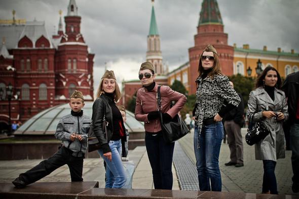 Универсальное поздравление: День города на московских улицах. Изображение № 30.