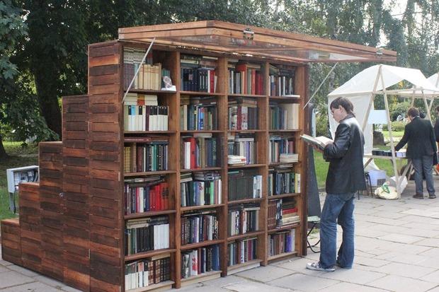 В московских парках появились книжные павильоны. Изображение №1.