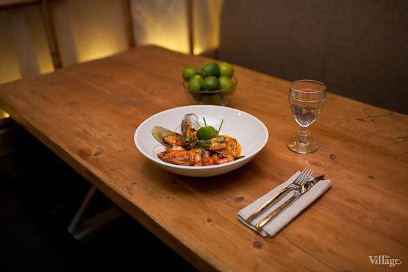 Зеленые мидии, филе трески, дорады, лосося и желтохвостика в соусе наполи со сливками и шафраном. Изображение № 26.