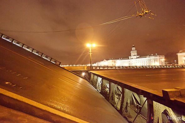 Фоторепортаж: Как разводят Дворцовый мост. Изображение № 40.